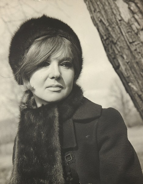 Портретная фотография Людмилы Гурченко. Б.м., [начало 1970-х гг. ].