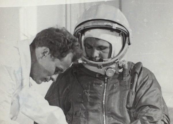 Фотография Юрия Гагарина в скафандре. 1960-е гг.