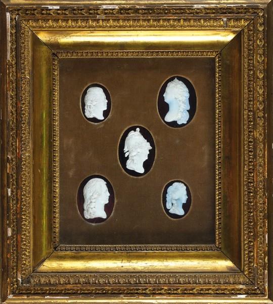 Великая княгиня Мария Фёдоровна (1759-1828) «Сюита камей-портретов Императорской семьи». Россия-Англия. 1790-е. Смальта многослойная, шлифовка, дерево, золочение. Рама-витрина 37,5x33,5см.