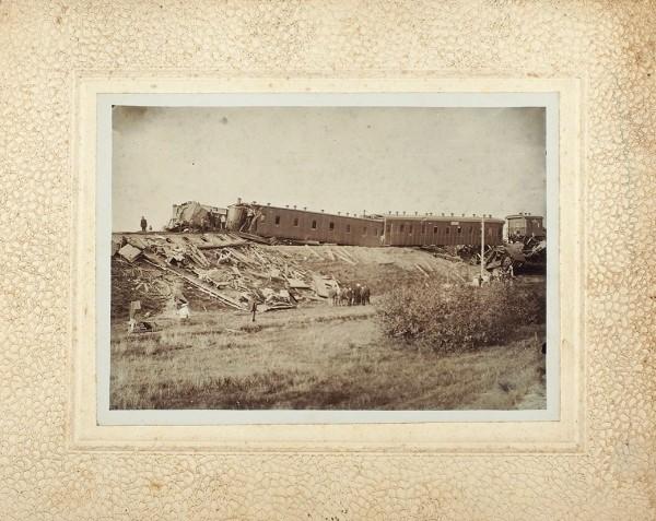 Фотография крушения императорского (?) поезда на бланке фотографа В.Л. Каценбогена в Вилейке.