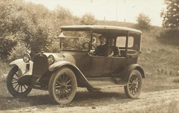 Подборка из 34 фотографий и открыток «Автомобили».