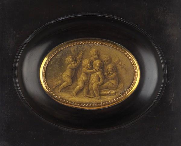 Неизвестный художник «Игры путти». Франция. 1780-е (?). Папье-маше, масло, 5х7см (эллипс).