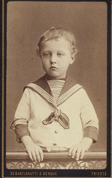 Фотография четырехлетнего Саши Блока. Триест: Фот. Sebastianutti & Benque, [ноябрь 1884 г.].