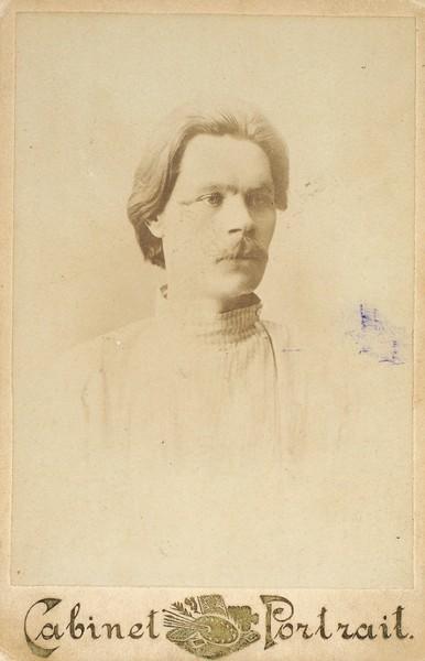 Кабинетная фотография Максима Горького, с автографом. М., 1902.
