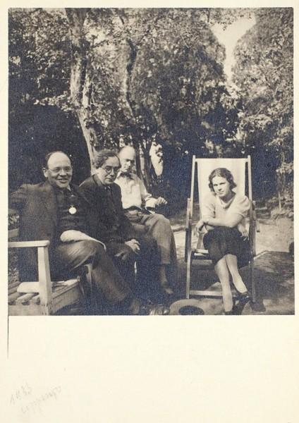Бабель, И., Никулин, Л., Пешков, М., Пешкова, Н. Фотография. Сорренто, 1933.
