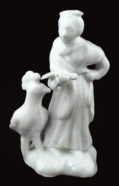 Скульптура «Женщина с павлином». Россия, фабрика братьев Рачкиных. 1850-е. Фарфор, глазурь. Высота 14,5 см.