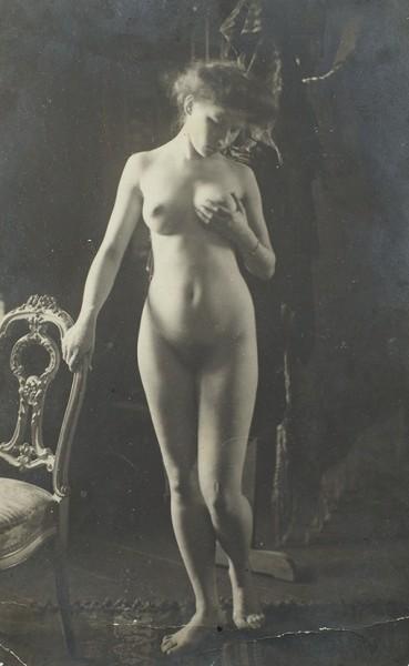 Стихотворный автограф Софьи Парнок на эротической фотооткрытке. Коктебель, 1916.